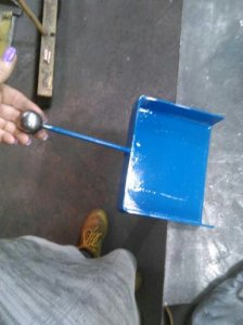 metal-dustpan